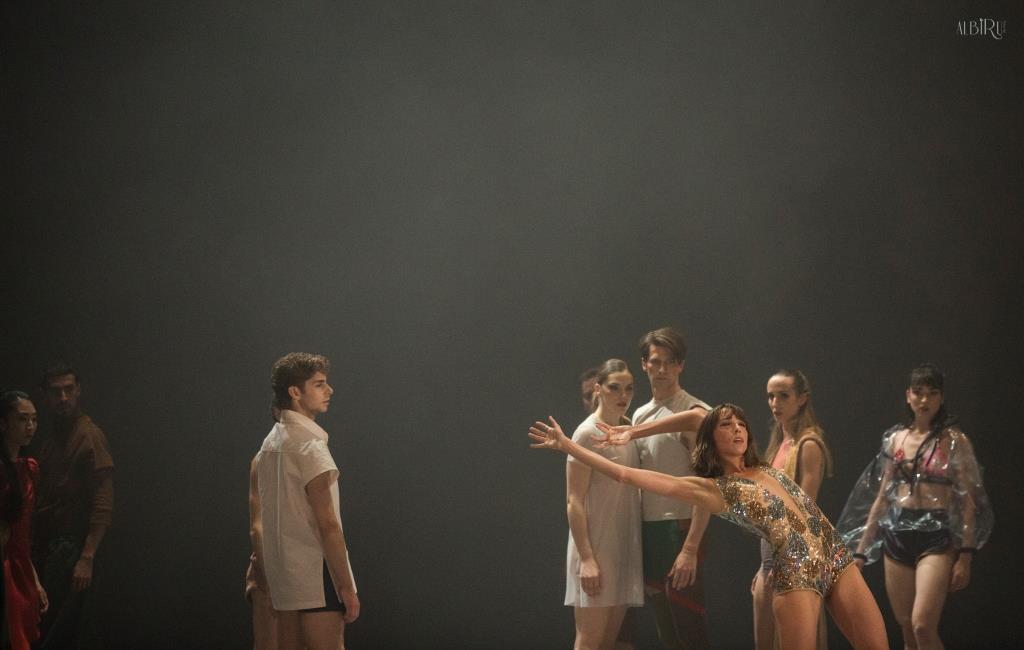 Mar Aguiló y bailarines en In Paradisum. Foto-Alba Muriel