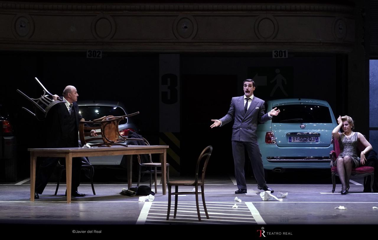 Detalle de la escenografía del primer acto, con Gabriel Bermúdez