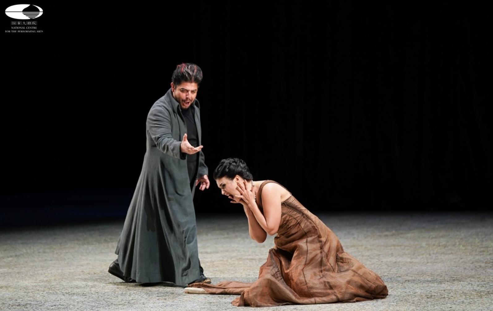 Alfredo Daza como Zurga (Les pêcheurs de perles) en Pekín (National Centre for the Performing Arts) junto a la soprano Olga Peretyatko