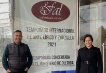Federico Figueroa (director de escena) y Gloria Casas (Adriana de LOS GAVILANES) en una foto de ayer, en Bogotá